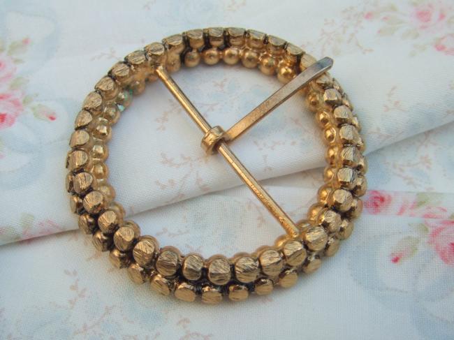 Gracieuse boucle de ceinture en métal doré, façon perles, réversible