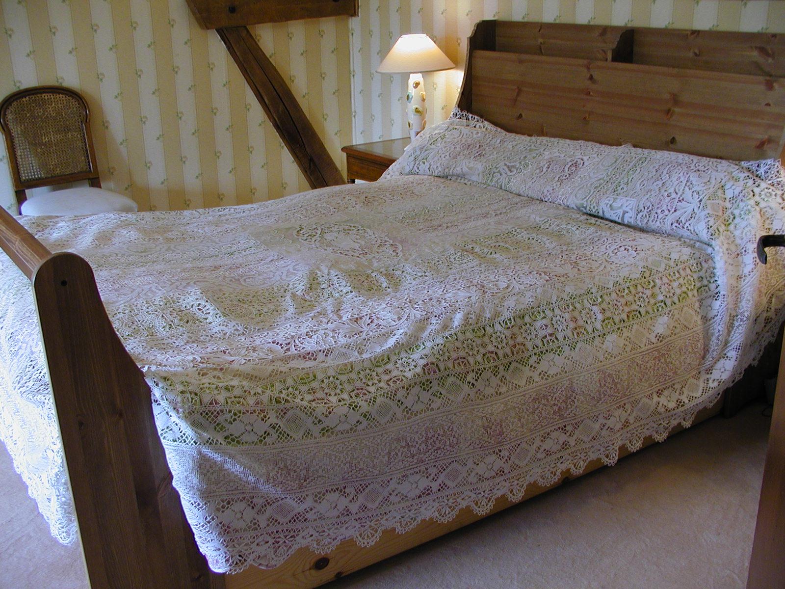 linge ancien et mercerie ancienne draps et autour du lit. Black Bedroom Furniture Sets. Home Design Ideas
