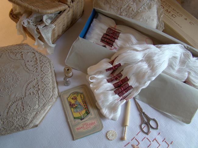 Grand Echeveau Coton Floche à broder, DMC, blanc neige N°20 (stock ancien)