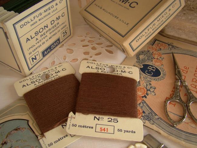 Carte à repriser spécial DMC, couleur marron chocolat  N°541, N°25 (50mètres)
