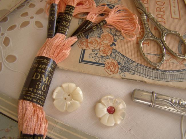 Echevette de soie artificielle à broder DMC, n°30 rose des Sables (nuance n°353)