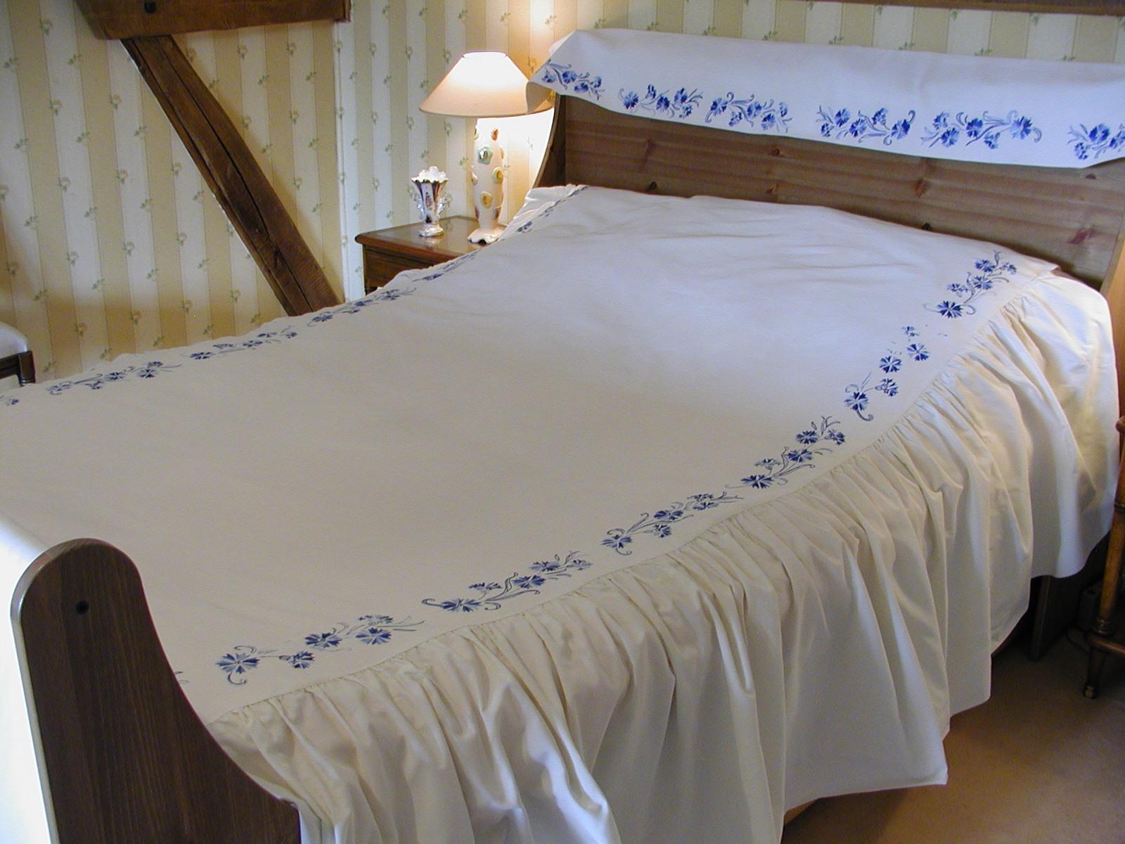 Couvre lit et rideaux coordonnes 28 images couvre lit - Boutis et rideaux assortis ...