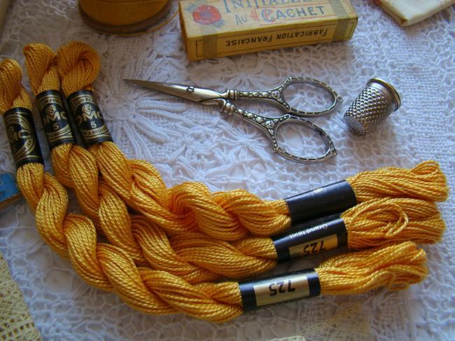 Echeveau coton perlé DMC, n°5 Jaune bouton d'or (nuance n°725)