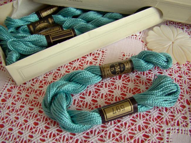Echeveau coton perlé DMC, n°5 couleur Banquise Bleue  (nuance n°597)