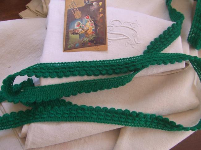 Très beau galon de boucles en laine de couleur vert émeraude