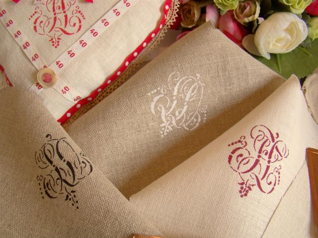Your Coupon in linen with monograms made with antique stencils (120 initials)