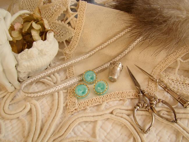 Magnifique bouton bombé en verre, vert translucide et liseré d'or, 18mm