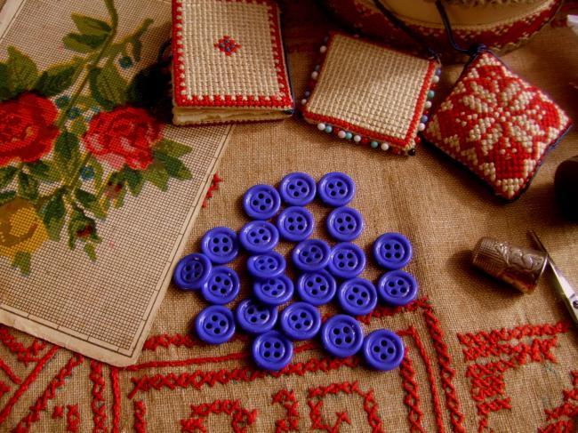 Lot de 12 petits boutons en pate de verre, Bleu Roy, 4 trous, 15mm de diamètre