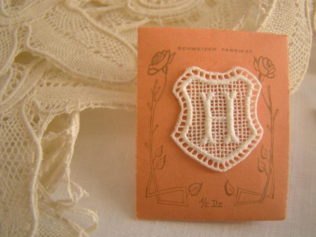 Superbe monogramme H dans un cartouche ajouré de fine batiste 1900-20