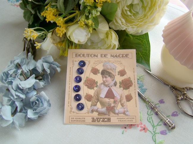 Jolie carte de 6 boutons anciens de nacre teintée en bleu nuit, gravés à la main