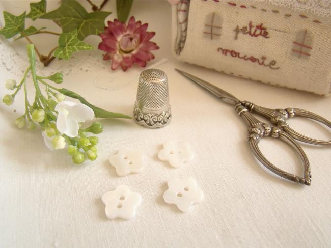 Si mignon petit bouton en nacre blanche en forme de fleur Ø 14mm