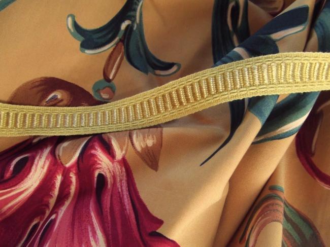 Le classique galon passementerie couleur jaune paille et motif jaune d'or, 15mm
