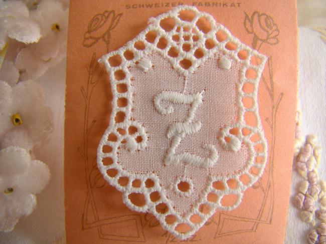 Adorable monogramme Z dans un cartouche ajouré de fine batiste 1900-20
