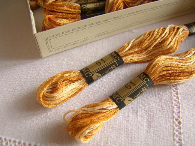 Echeveau Coton mouliné spécial DMC n°25, couleur 'Cuivré, caramel' ombré  N°61