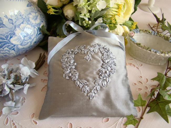 Luxurous lavander sachet in silk with ribbon embroidered heart in pearl grey