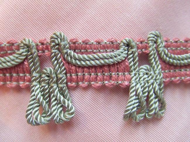 Romantique galon passementerie vieux rose avec giselle cordelette gris perle