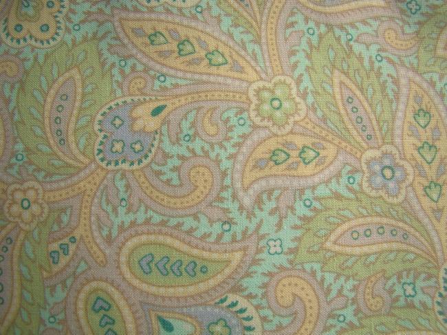 Coupon de coton avec impression de boteh de couleurs pastel