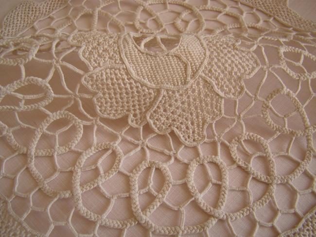 Superbe napperon en dentelle de Bologne, faite à l'aiguille 1920