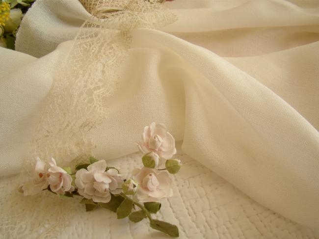 Très beau métrage en étamine de laine couleur blanche, en 125 cm de largeur