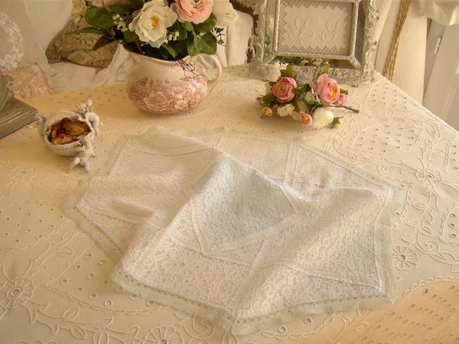 Romantique centre de table en dentelle, couleur bleu pâle et blanc