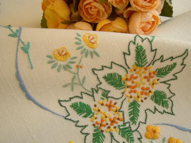 Jolie petite nappe en lin brodée de mimosa stylisé et boutons d'or