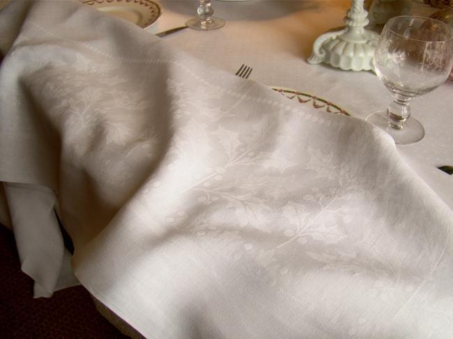 Merveilleuse nappe de Noël en damassé de feuilles de houx, monogramme LC