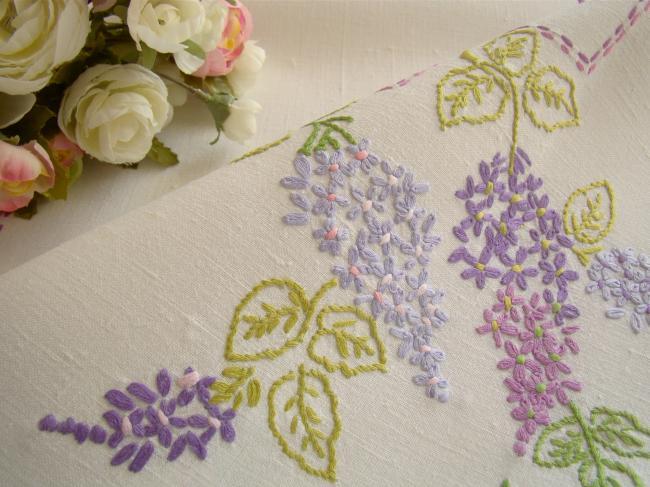 Ravissante nappe en lin brodée à la main de branches de Lilas