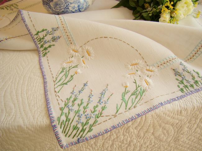 Très champêtre sur-nappe en pur lin brodée de marguerites et lavande