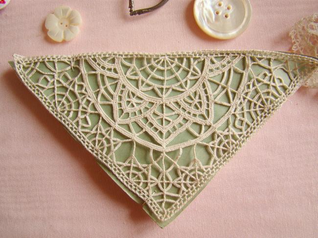 Motif triangle en dentelle faite à l'aiguille,dentelle Reticella 1900 16x11x11cm