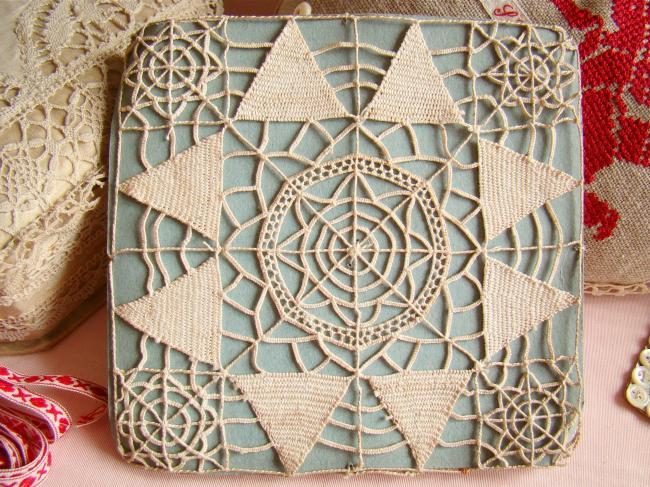 Motif carré en dentelle Reticella faite à l'aiguille,1900, 13 x 13 cm