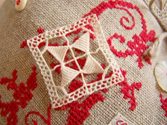Motif carré en dentelle faite à l'aiguille, Reticella ,1900, 3,5 x 3,5cm