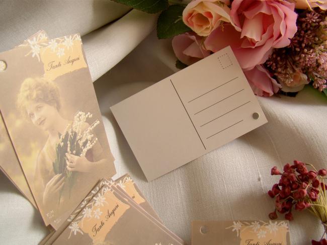 Amusante carte-lettre 'Tanti Auguri' Jeune femme et son bouquet de muguet