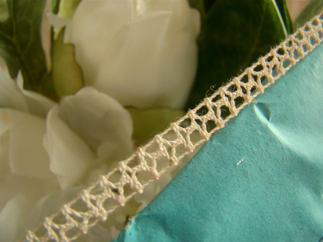 Adorable petite dentelle d'entre-deux, en coton écru, en 5mm