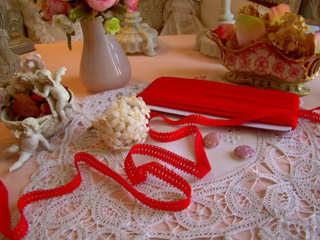 Charmante dentelle en coton perlé rouge vif à picots en 15mm, vers1950-60