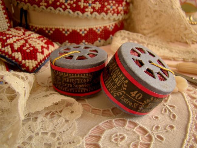 Adorable Bobine en capsule de fil de lin 'Au Chinois', couleur cassis en n°40