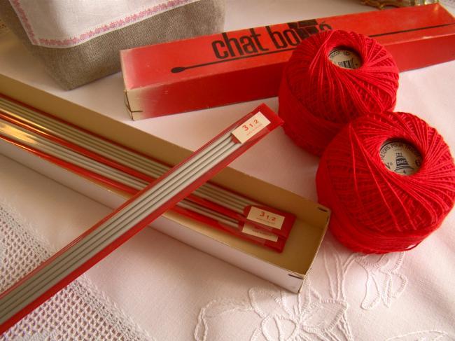 4  aiguilles à tricoter anciennes neuves à double pointes, Chat Botté  N°3,5