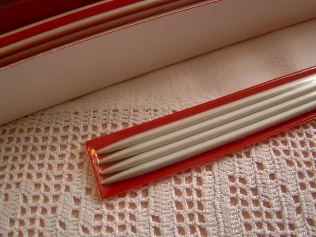 4 aiguilles à tricoter anciennes neuves à double pointes, Chat Botté  N°4