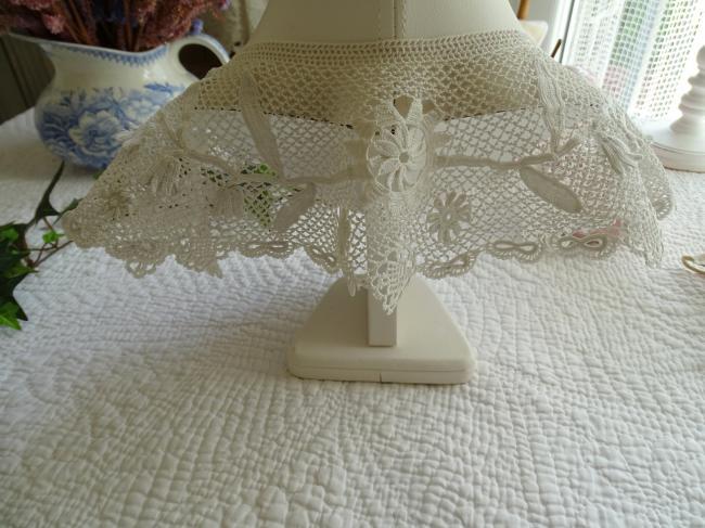Gracieux col en fine dentelle d'Irlande, papillons et clochettes 1900