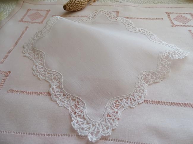 Lovely hand-made bobbin lace handkerchief in fine linen