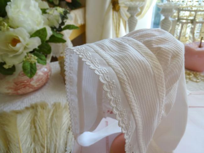 Jolie coiffe ancienne provençale en piqué de coton et galon