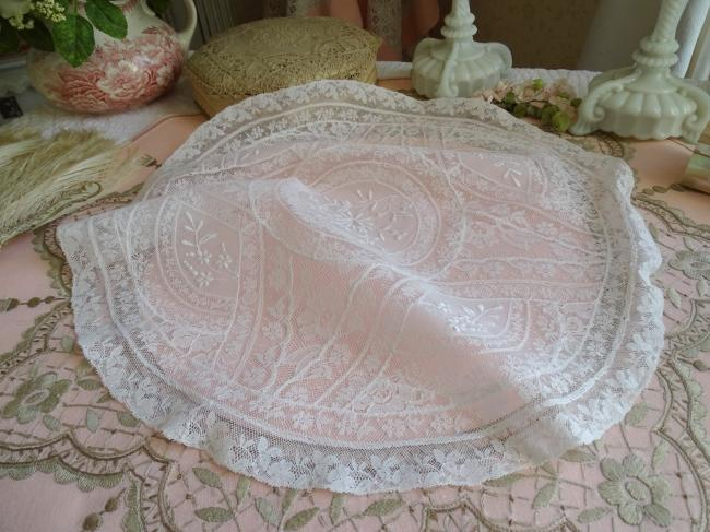 Merveilleux centre de table en dentelle de fond de bonnet et Valenciennes 1900