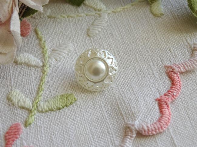 Magnifique bouton bombé en verre argenté et nacré blanc, 15mm