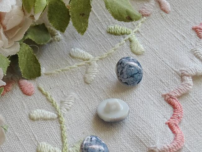 Superbe bouton bombé motif fleur, en couleur bleu marbré et irisé , 13mm