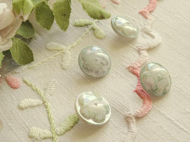Superbe bouton bombé motif fleur, en couleur vert tilleul marbré et irisé , 18mm
