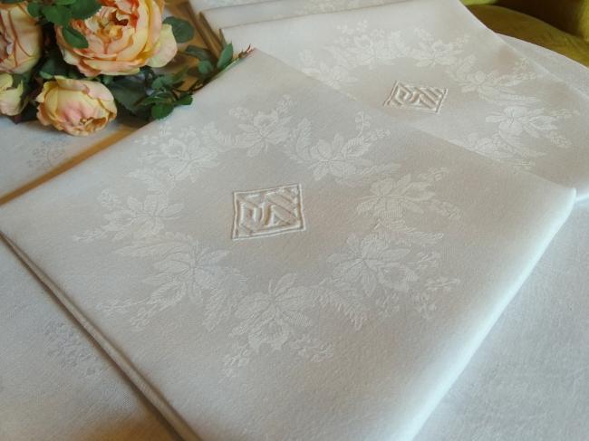 Beau service damassé de lin soyeux, 12 serviettes, monogramme & hibiscus