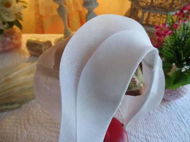 Joli bonnet de communiante en organdi 1950
