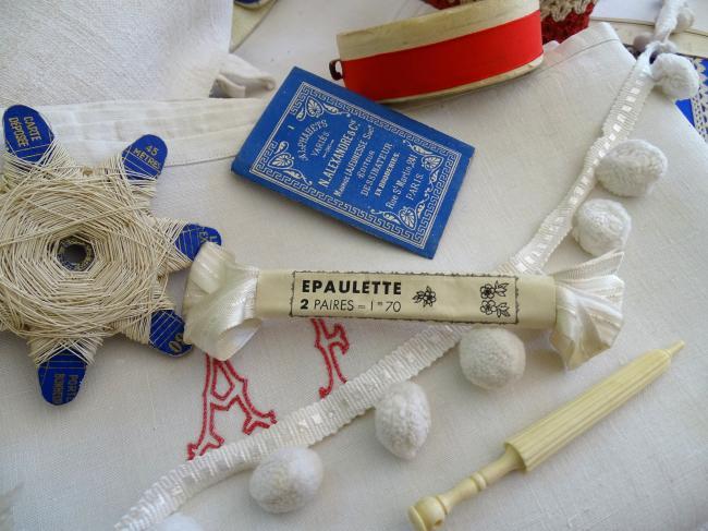 Ancien coupon de ruban satiné blanc réversible, 1,70m en 12mm