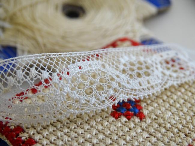 Jolie ancienne dentelle fine de bordure en coton très fin, en 16mm