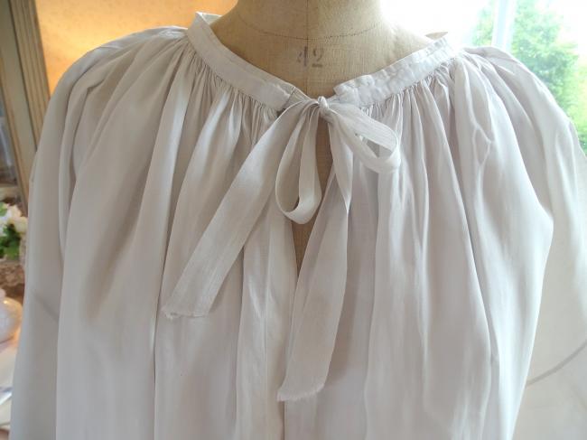 Très beau surplis de prêtre en linon et bas en dentelle de crochet 1900