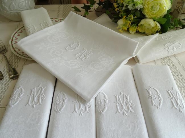 Belle série de 7 serviettes en damassé feuilles d'acanthe, monogramme DM
